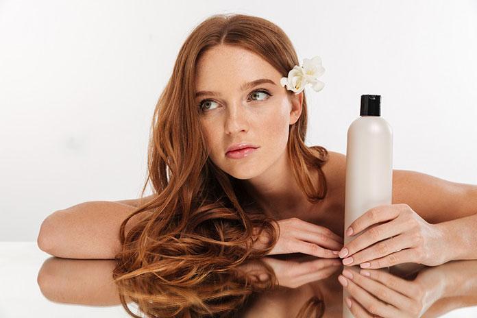 Jak dbać o zniszczone włosy