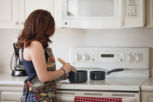 Jak wyposażyć kuchnię w profesjonalny sprzęt
