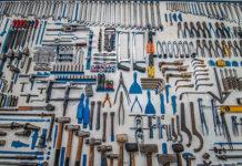 Jakie zalety ma wynajem sprzętu budowlanego